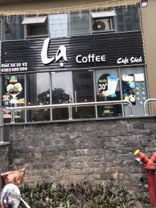 biển quảng cáo tiệm cafe chữ nổi Mica trên nền nan tôn