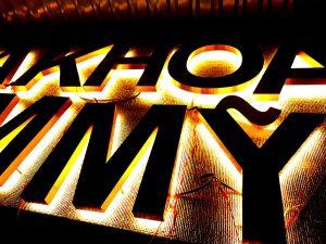 chữ nổi inox tấm lớn với đèn Led hắt sáng