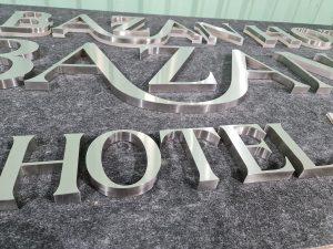 chữ nổi inox trắng xước tại các khách sạn, nhà nghỉ