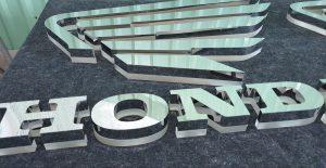 logo chữ nổi inox