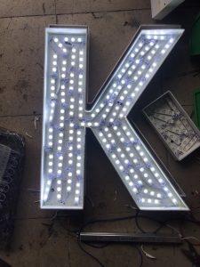 chân chữ fomex gắn LED âm bản