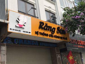 biển quảng cáo cửa hiệu thời trang mẹ và bé