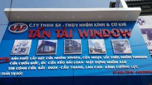 biển quảng cáo cửa hàng nhôm kính đep giá rẻ