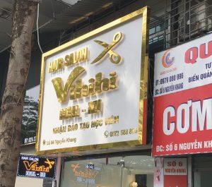 biển quảng cáo tiệm salon tóc sang chữ nổi inox gương vàng