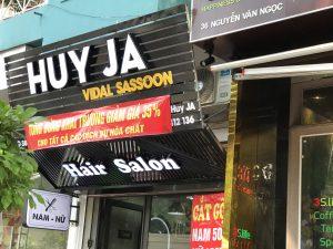 biển quảng cáo tiệm cắt tóc nền nan tôn chữ nổi Mica gắn Led