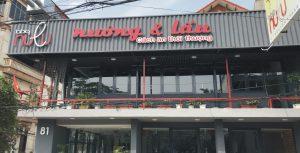 biển quảng cáo nhà hàng nền tôn sóng chữ nổi Mica gắn Led