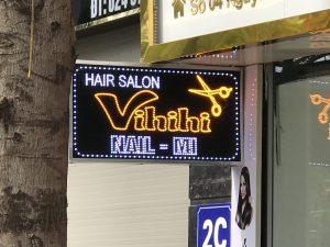 biển led vẫy cửa tiệm cắt tóc nail - mi