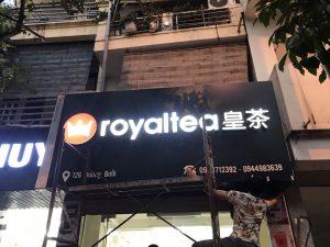 thi công biển quảng cáo tiệm trà sữa Royaltea