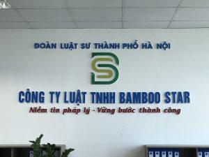 logo backdrop văn phòng chữ nổi mica chân fomex